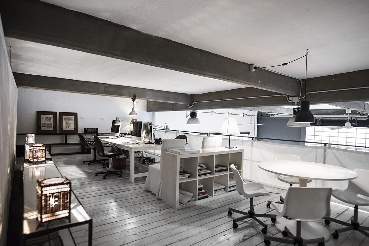 Studio di comunicazione The Docks interni industrial design postazioni di lavoro